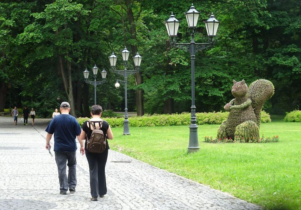 Rzeźby Z Kwiatów W Centrum Miasta