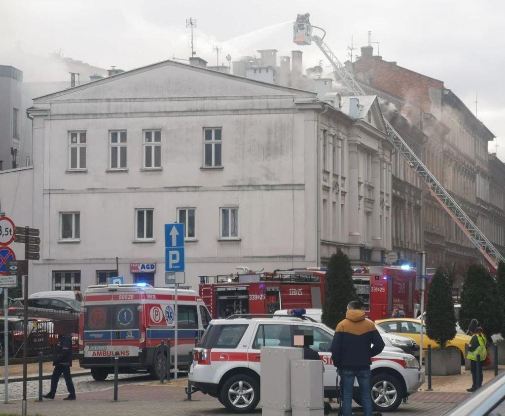 Pożar W Kamienicy. Dym Unosi Się Nad Centrum