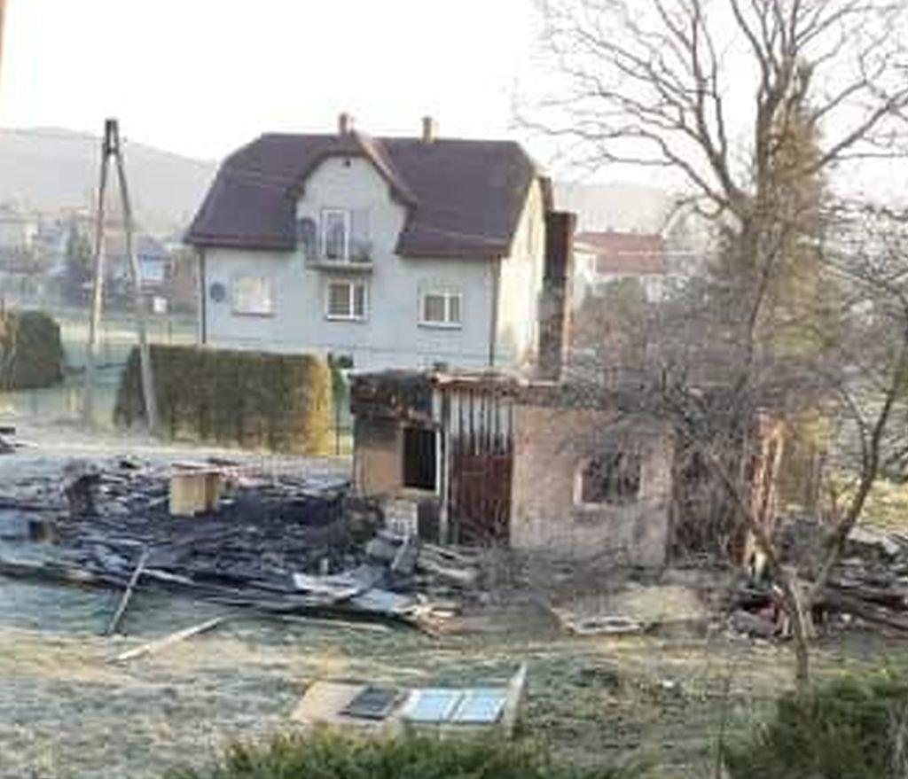 Spłonął dom. Strażacy na kwarantannie