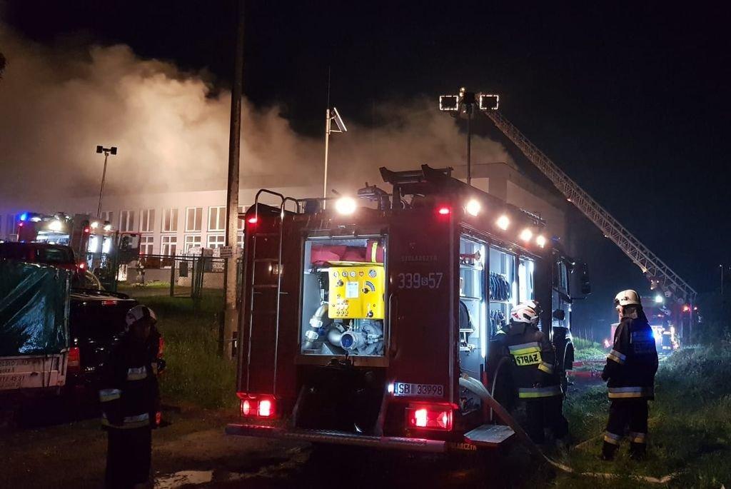Pożar Budynku Hali. Trwa Akcja Strażaków [Aktualizacja]