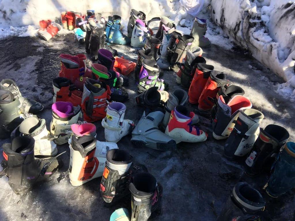 Rozdają buty narciarskie
