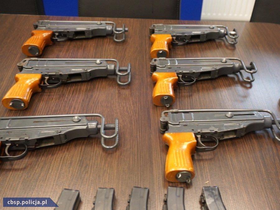 Gang handlarzy bronią rozbity