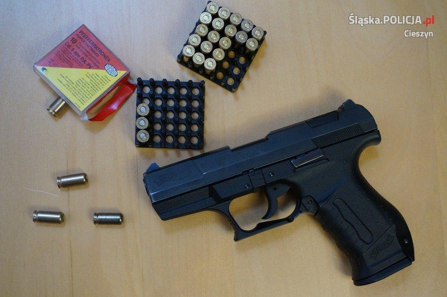 Nielegalna Broń W Samochodzie