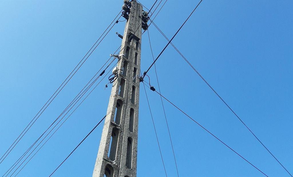 Zwarcie instalacji. Miasto pozostaje bez prądu