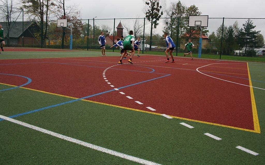 Sport priorytetem? Powstanie i boisko i sala