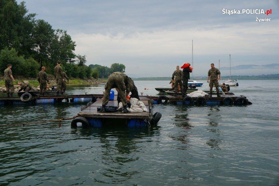 Wojskowi opanowali jezioro