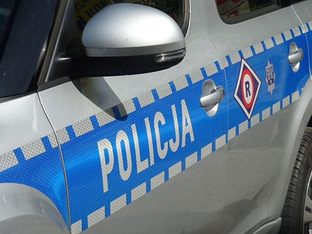 Pijany kierowca omal nie wjechał w policjanta
