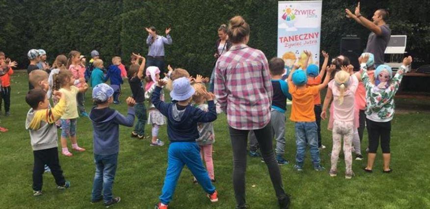 Uczą dzieci tańczyć. Za darmo!