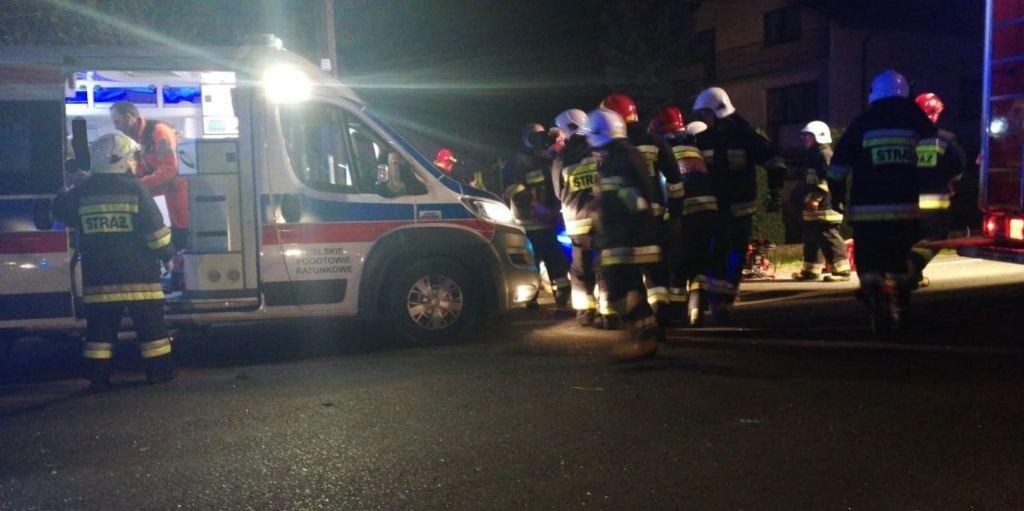 Zderzenie dwóch aut. Pasażerka została ranna