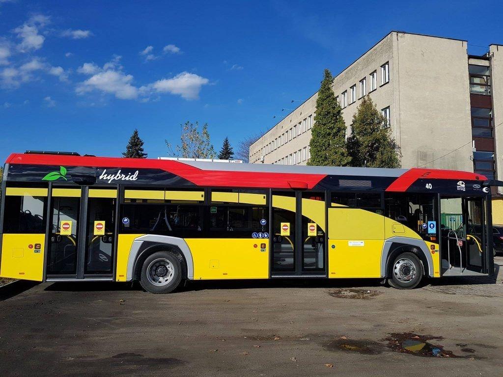 Kolorowe Autobusy Wyjechały Na Ulice