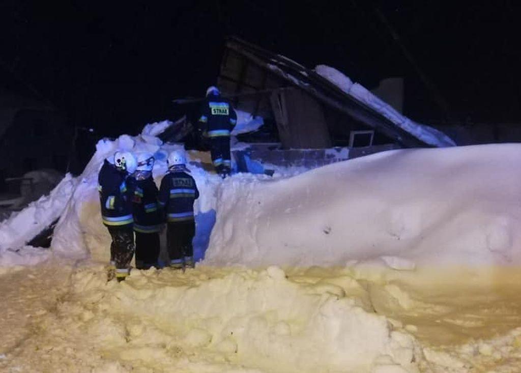 Pod Naporem Śniegu Zawalił Się Dach