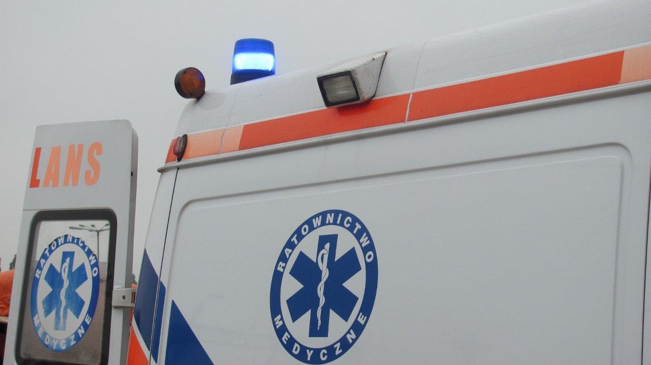 Starsza kobieta trafiła do szpitala