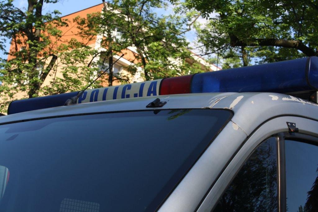 Wypadek w szkole. 12-latek wypadł przez okno