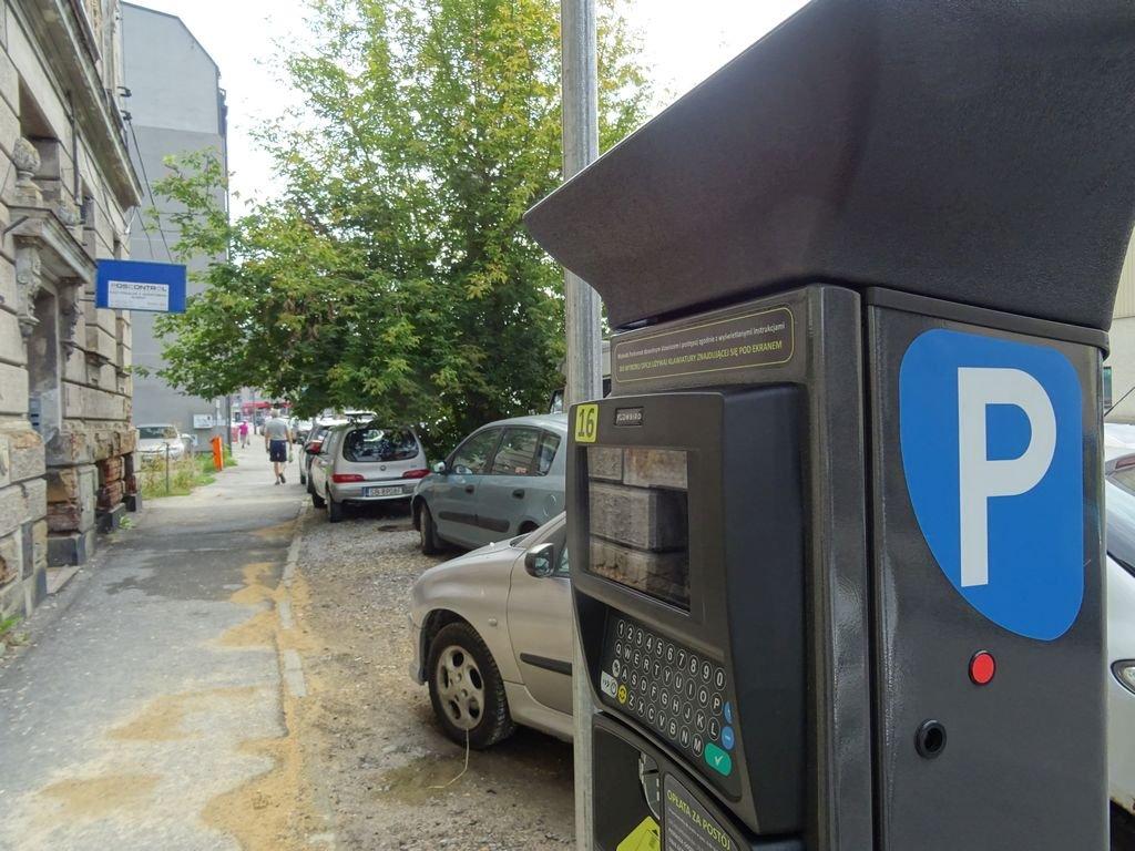 Zmiany w strefie płatnego parkowania. Od września!