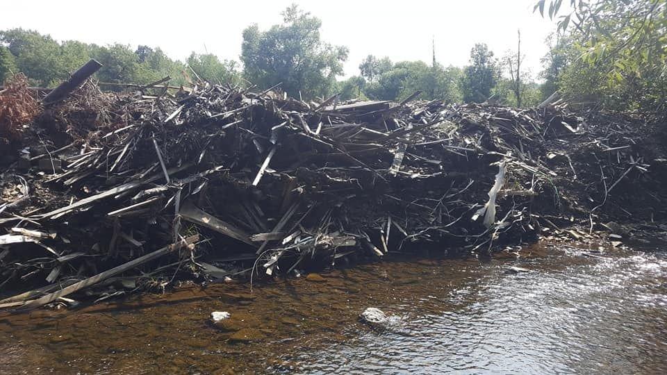 Śmieci W Rzece. Była Wizja