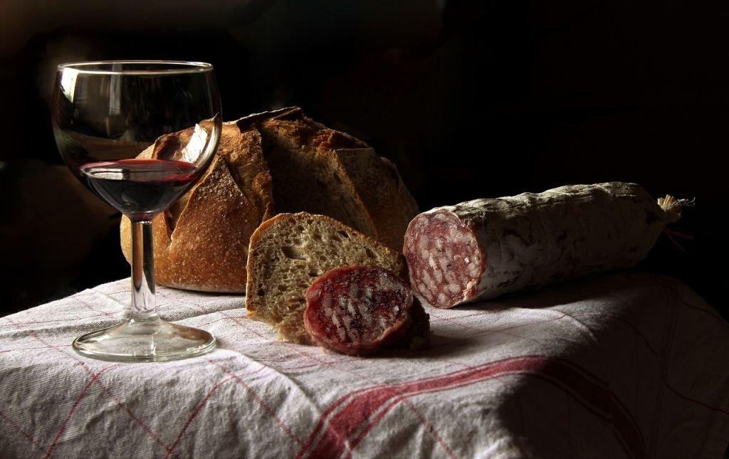 Kiełbasa I Chleb Zrobiły Furorę