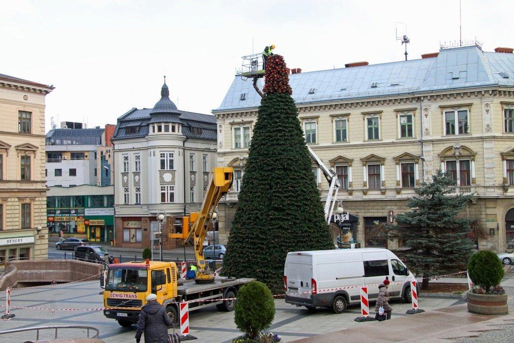 Świąteczne dekoracje na ulicach. Jest niespodzianka