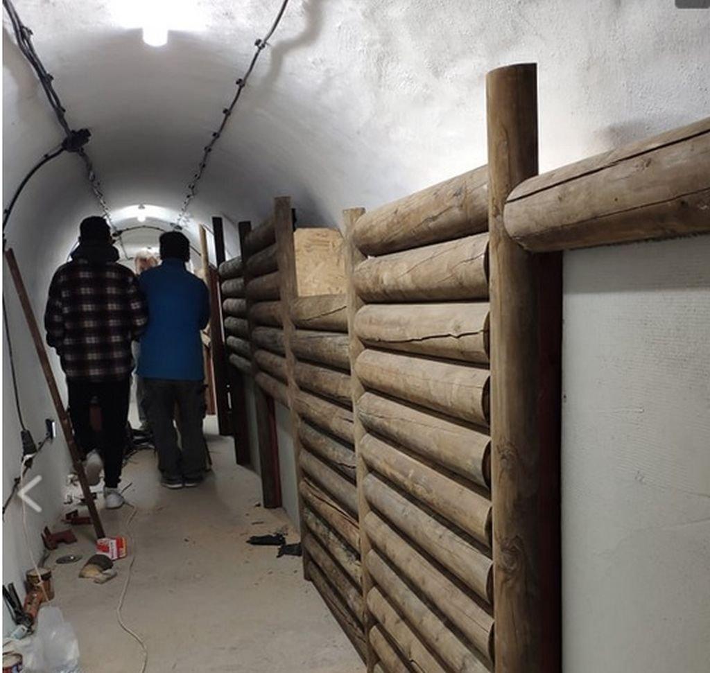 Budują Wyjście Z Tuneli