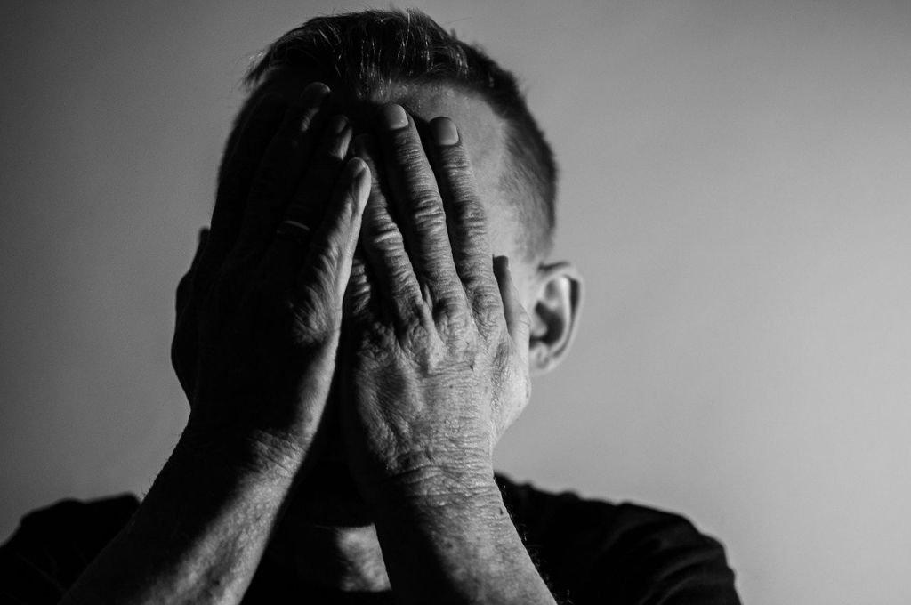 Wirus budzi lęk i negatywne emocje