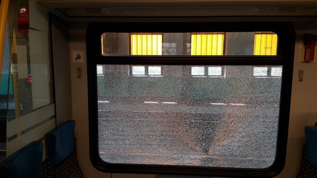 Kamieniami w pociąg
