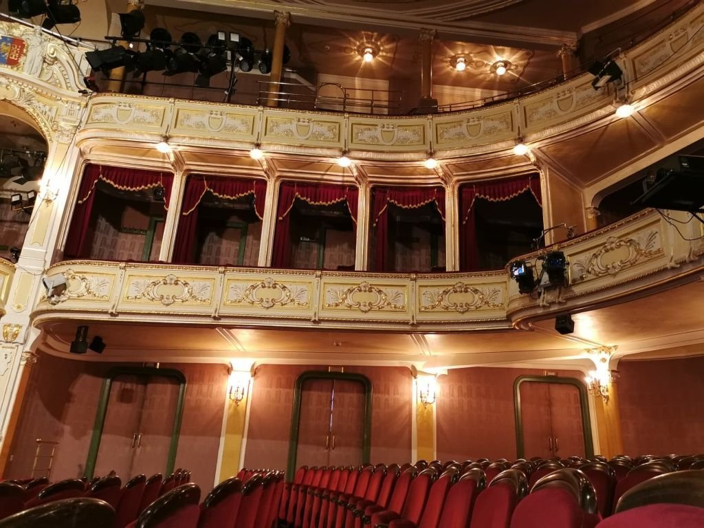 Teatr wraca do gry i wystawiania spektakli
