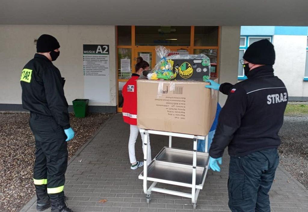 Przywieźli Pościel Dla Szpitala