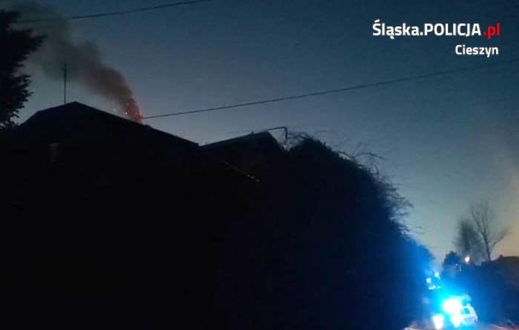 Domownicy spali. Pożar zauważyli policjanci