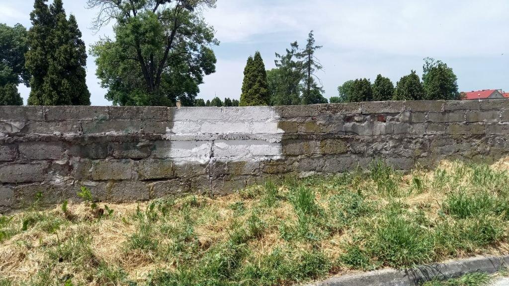 Swastyka Na Cmentarnym Murze